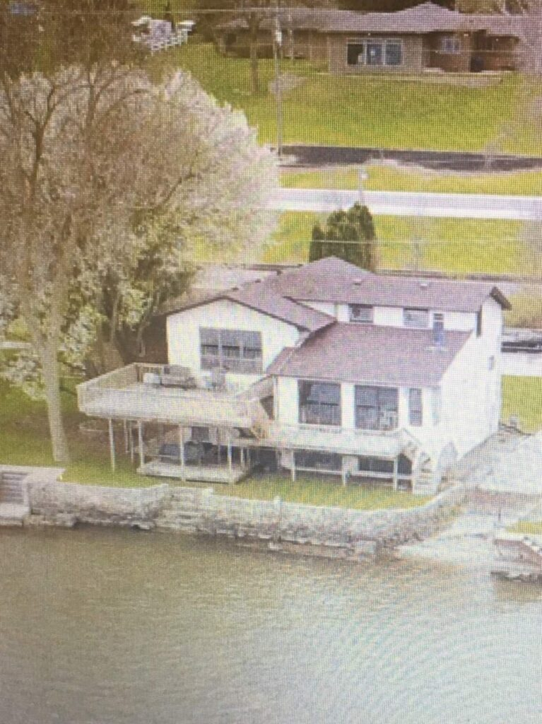 Pelican's Crossing LeClaire River House